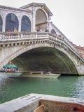 Passerelle de Rialto à Venise, Italie photographie stock