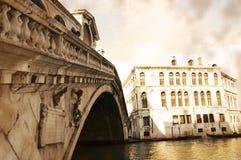 Passerelle de Rialto, Venise, Italie Images libres de droits