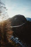 Passerelle de suspension au coucher du soleil Images libres de droits