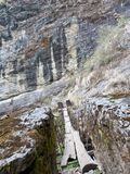 Passerelle de suspension dans Langtang Photo stock