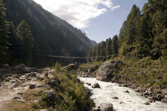 Passerelle de suspension de Jorsale - Népal Photographie stock