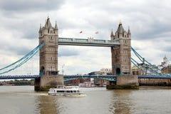 Passerelle de tour à Londres Photos libres de droits