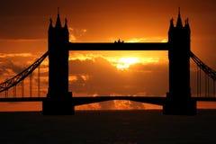 Passerelle de tour au coucher du soleil image libre de droits