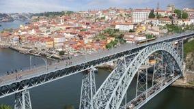 Passerelle des DOM Luis I à Porto, Portugal banque de vidéos