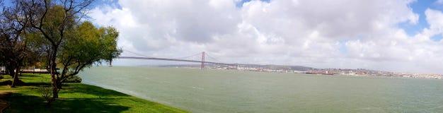 Passerelle du 25 avril à Lisbonne Image stock