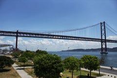 Passerelle du 25 avril à Lisbonne Photo libre de droits