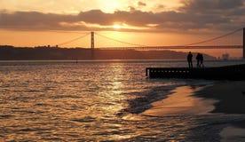 Passerelle du 25 avril à Lisbonne Images libres de droits