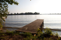 Passerelle en bois aux lacs Photographie stock