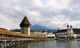 Passerelle en bois en Luzerne, Suisse Images stock