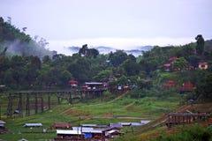 Passerelle en bois Thaïlande de lundi Photographie stock libre de droits