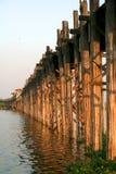 Passerelle en bois U Bein dans la ville d'Amarapura, Mandalay Image stock