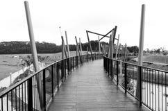 Passerelle en noir et blanc Photo libre de droits