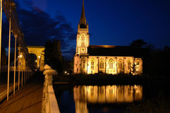 Passerelle et église de Marlow Image stock