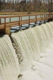 Passerelle et barrage Photo libre de droits