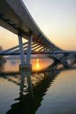 Passerelle et coucher du soleil Photographie stock
