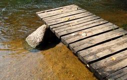 Passerelle et fleuve Image libre de droits