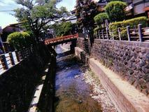 Passerelle et fleuve photos stock