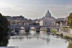 Passerelle et Ville du Vatican d'ange de saint Photo stock