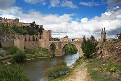 Passerelle historique à Toledo Images libres de droits