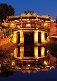 Passerelle japonaise dans Hoi la nuit, Vietnam Photographie stock