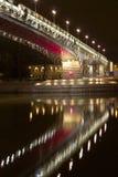 Passerelle la nuit Images libres de droits