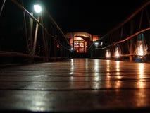 passerelle la nuit Photo libre de droits