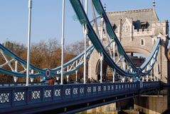 Passerelle Londres Angleterre de tour Images libres de droits