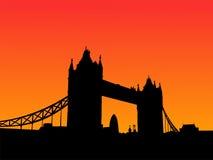 Passerelle Londres de tour au coucher du soleil illustration stock