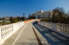 Passerelle menant au château royal dans la ville de Lublin, Pologne photographie stock