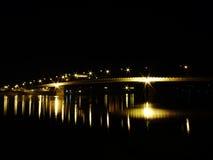 Passerelle par nuit Photo libre de droits