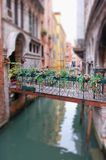 Passerelle romantique à Venise Photo libre de droits