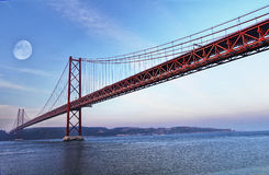 Passerelle rouge, Lisbonne, Portugal Photographie stock