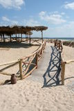 Passerelle sur la plage Photos stock