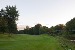 Passerelle sur le terrain de golf Photos stock