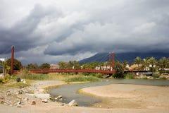 Passerelle sur Rio Verde en Espagne Photographie stock