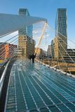 Passerelle Zubizuri à Bilbao Photos stock