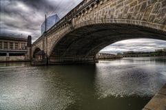 Passerelles au-dessus du fleuve Photo libre de droits