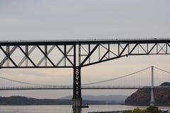 Passerelles au-dessus du fleuve de Hudson Images stock