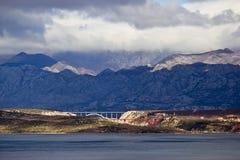 Passerelles de Maslenica sous la montagne de Velebit Photos libres de droits
