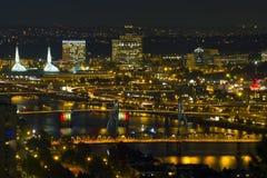 Passerelles de Portland la nuit Photos libres de droits