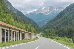 Passez la route au-dessus des Alpes, Autriche images libres de droits