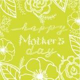 Passi a calligrafia la festa della mamma felice bianca con i fiori e le foglie su un fondo verde Cartolina dell'annata Fotografie Stock