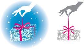 Passi il contenitore di regalo della holding Immagine Stock
