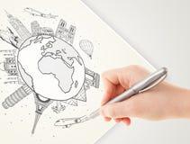 Passi il viaggio di vacanza del disegno intorno alla terra con i punti di riferimento e la c immagini stock libere da diritti