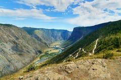 Passi Katu-Yaryk e la valle del fiume di Chulyshman Repubblica di Altai La Russia Immagini Stock