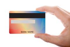 Passi la carta di credito della tenuta isolata su fondo bianco fotografia stock