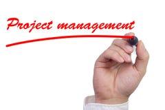 Passi la sottolineatura della gestione di progetti del lavoro nel rosso immagini stock