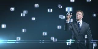 Passi la spinta del tasto su un'interfaccia dello schermo di tocco. Fotografie Stock