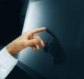 Passi la spinta dello schermo di tocco Fotografie Stock Libere da Diritti