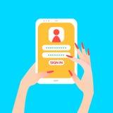Passi la tenuta che lo Smart Phone in mano delle donne con firma dentro la pagina sullo schermo Immagine Stock Libera da Diritti